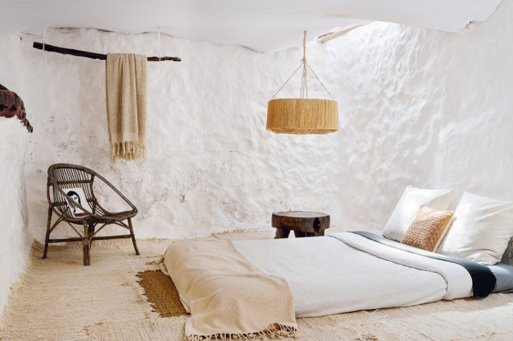 400-year-oldcave-home-ibiza-01-800x533