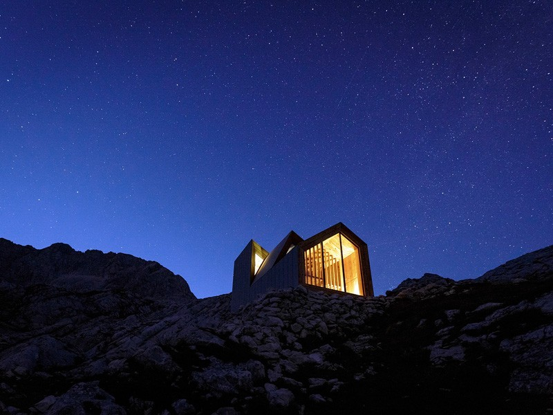 Skuta-Mountain-Cabin-OFIS-architects-Slovenia-Exterior-At-Night-Humble-Homes