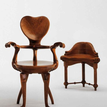 Antonio_Gaudi_-_Calvet_Chair[1]