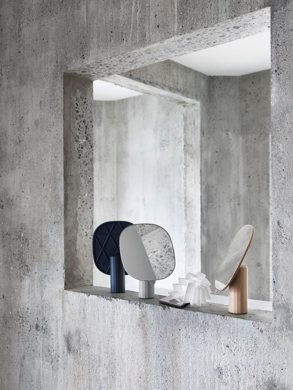muuto-mimic-mirror-normal-studio-3.jpg